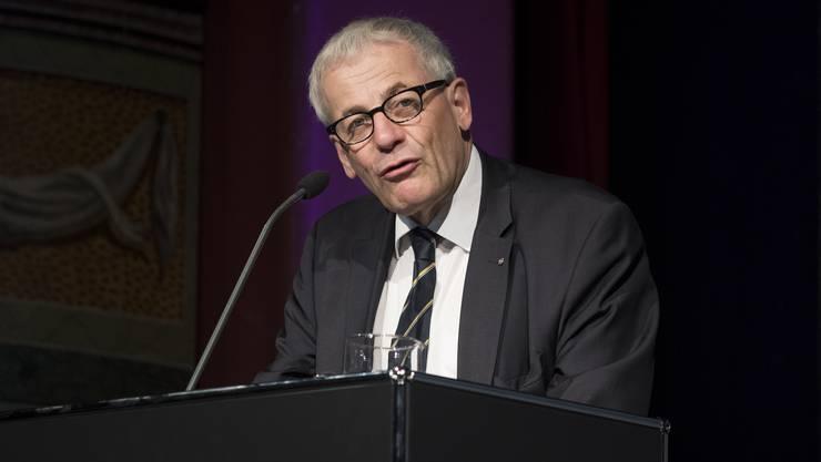 Hat seine Skepsis gegenüber einer Steuersenkung abgelegt: Stadtpräsident Kurt Fluri.