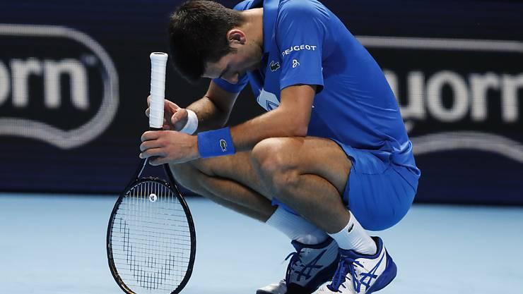 Novak Djokovic wurde von Medwedew in die Knie gezwungen, bleibt aber im Rennen um den Halbfinal-Einzug