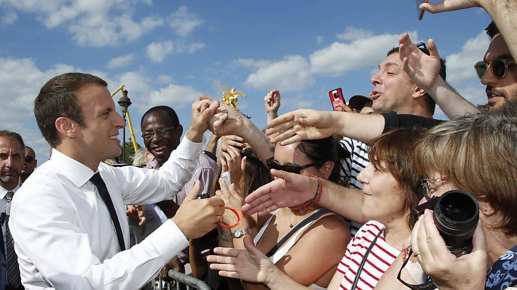 Der französische Präsident Emmanuel Macron legt in der Beliebtheit weiter zu.