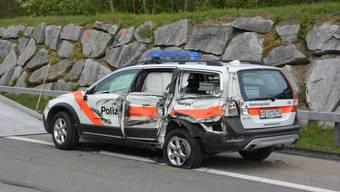 Der beschädigte Streifenwagen der Kapo Thurgau.