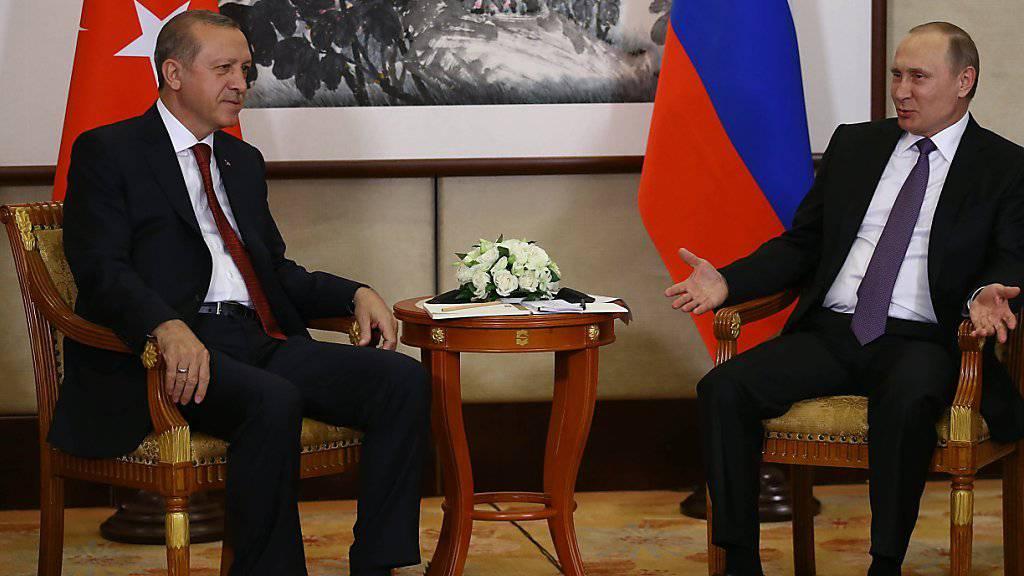 Erdogan und Putin haben sich am Vorabend des G20-Gipfels in China zu einem bilateralen Gespräch getroffen.