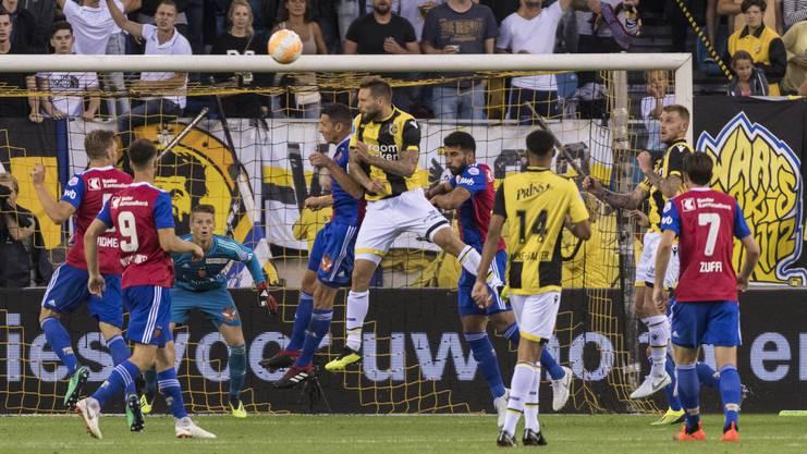 Auch im Spiel gegen Vitesse Arnheim ist Basels Torhüter, Jonas Omlin, einer der besten FCB-Spieler.