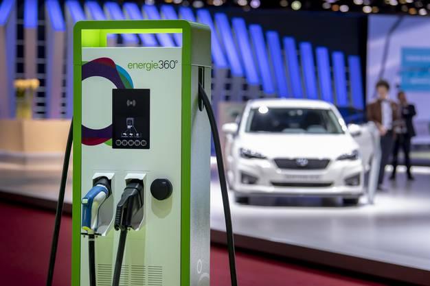 Viele Hersteller zeigen, mit welchen Modellen sie im kommenden Jahrzehnt die Käufer zum Schwenk auf emissionsfreies Fahren gewinnen wollen.