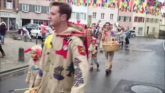 Weggliverteilen an Klingnauer Fasnacht