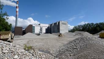 Auf dem Kiesplatz des Kebag-Areals in Zuchwil soll die neue Kehrichtverbrennungsanlage zu stehen kommen und ab 2025 jährlich 221'000 Tonnen Abfall verwerten.