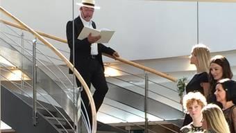 Walter Küng präsentiert sich an der Modeschau als entzückter Kurgast.