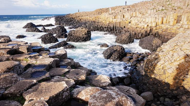 Die sechseckigen Basaltsäulen des Giant's Causeway sind eine der beliebtesten Touristenattraktionen in Nordirland.
