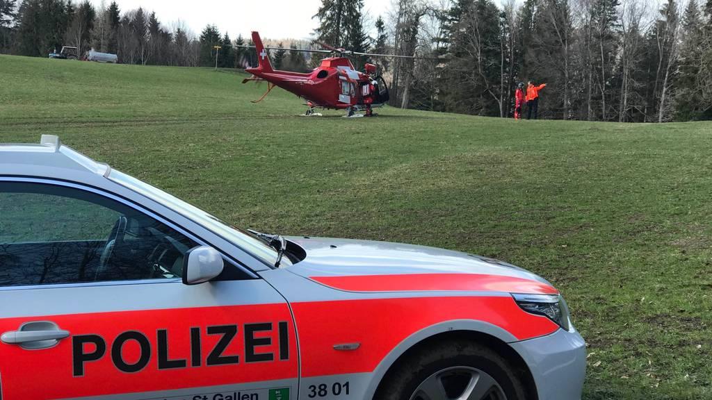 Der Landwirt wurde von der Rega ins Spital geflogen.