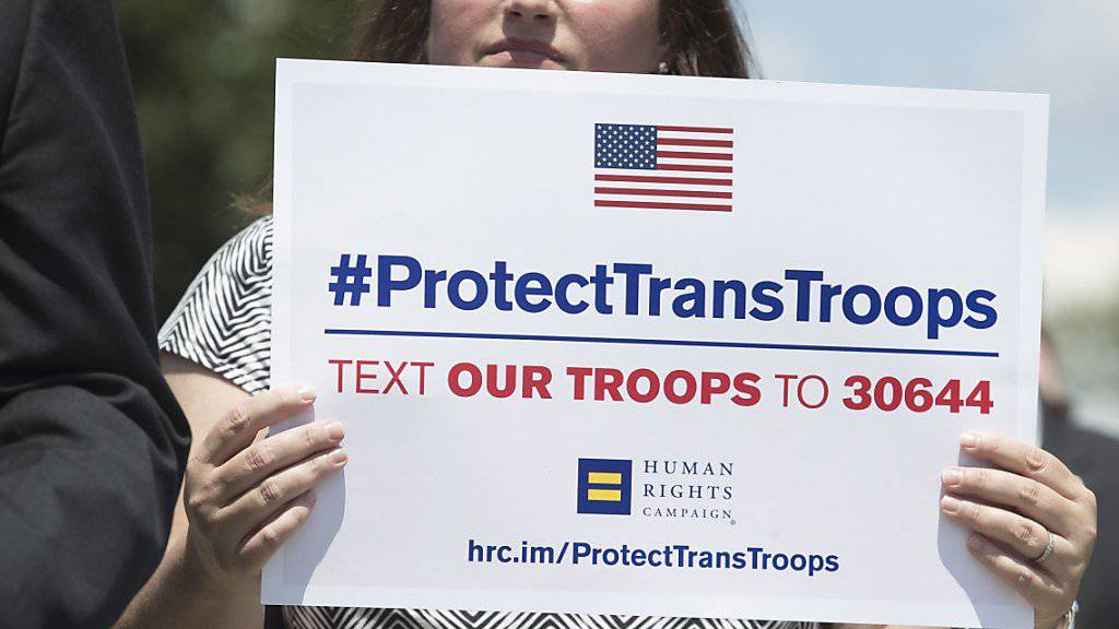 Das US-Militär muss auch im neuen Jahr Transgender-Menschen aufnehmen.