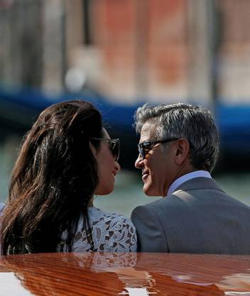 Verliebte Blicke: George Clooney und Amal Alamuddin.