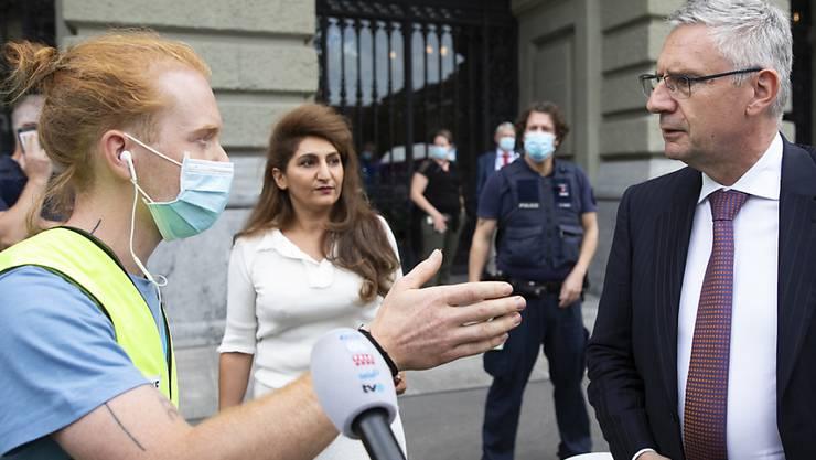 Grund für die Forderung sind Glarners Aussagen am Rand der Klimademonstration in Bern.