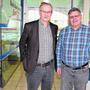 Austragungsort Hallenbad Brugg: Willi Däpp (l.) und Harry Süss vom Organisationskomitee.