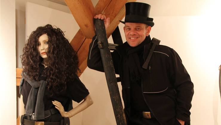 Kaminfegermeister Kurt Fischer hat die neue Ausstellung kuratiert. BST
