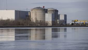 Direkt am Rhein und damit an der Grenze zu Deutschland: das französische Atomkraftwerk im elsässischen Fessenheim Zum Leidwesen der Basler ist das AKW auch nur rund 40 Kilometer vom Barfüsserplatz entfernt.
