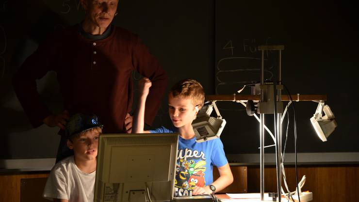 Stefan Bächlis Trickfilm-Dreh fasziniert die Kinder.