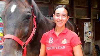 In ihrer Freizeit hilft Laura Sicuro auf einem Hof in Stallikon bei der Pflege der Pferde.
