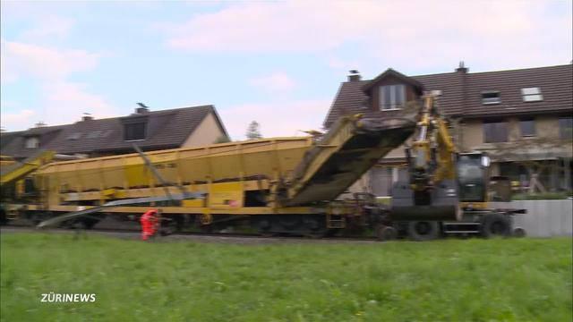 Zugunfall: Bauzug rast in Samstagern in Bagger