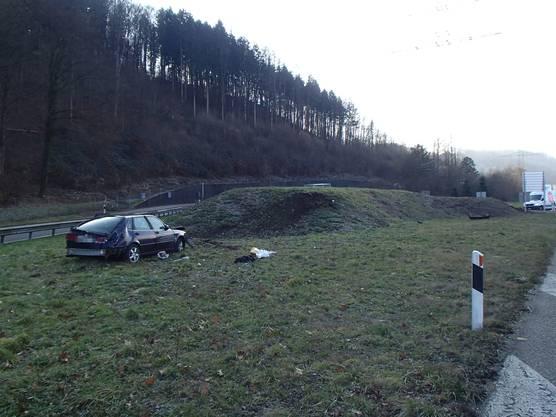 Rheinfelden AG, 4. Februar: Der Unfallfahrer, ein 54-jähriger Deutscher, zog sich beim Unfall schwere Rücken- und Brustverletzungen zu.