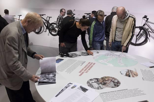 Am Planungstich können sich die Besucher ein Bild machen über die Badener Verkehrsplanung