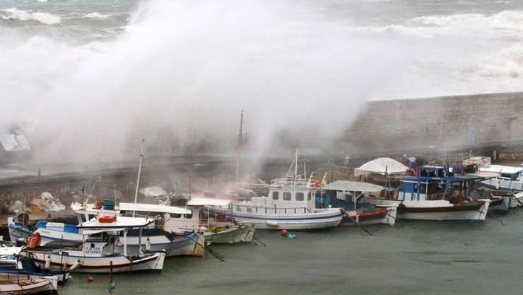 Das Mittelmeer und auch die Insel Kreta (hier im Bild der Hafen von Heraklion) werden in diesem Winter immer wieder von heftigen Winterstürmen heimgesucht. (Archivbild)