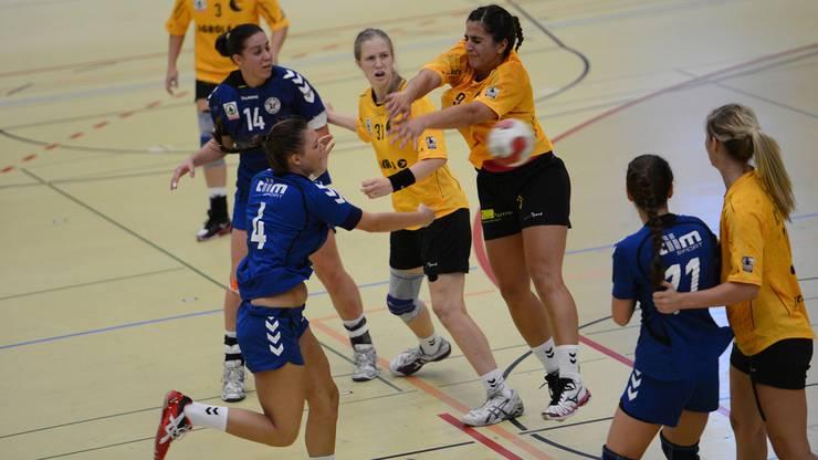 Mitte-Nr.4 Melanie Scherb, (Basel Regio) und Nr.9 Flavia Kashani, (Yellow Winterthur)