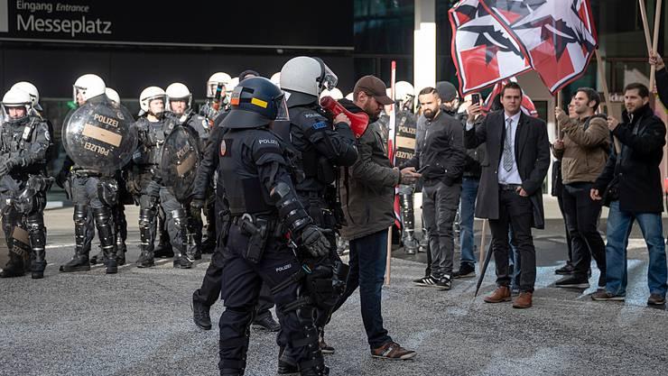 Mitglieder der PNOS bei einer Demonstration in Basel.