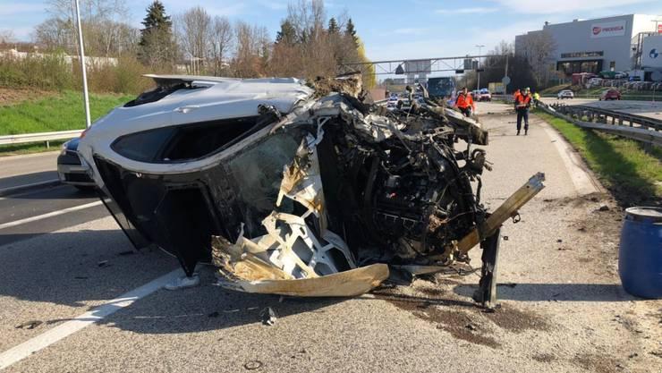 Beim spektakulären Unfall auf der St. Galler Stadtautobahn überschlug sich ein Auto mehrfach. Trümmerteile flogen durch die Luft und bechädigten fünf weitere Fahrzeuge.