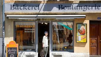 Der Kanton Bern sollte laut einer Expertenkommission seine Zweisprachigkeit konsequent zur Schau stellen - wie diese Bäckerei in Biel. (Archivbild)