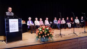 Alt-Präsident und Ehrenmitglied Hans Christen würdigt die Ehren- und Gründungsmitglieder der Grauen Panther.