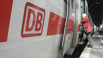 Trotz Einhaltung der Frist will die Deutsche Bahn die Kündigung der Karten aller Familienmitglieder nicht akzeptieren (Archiv)