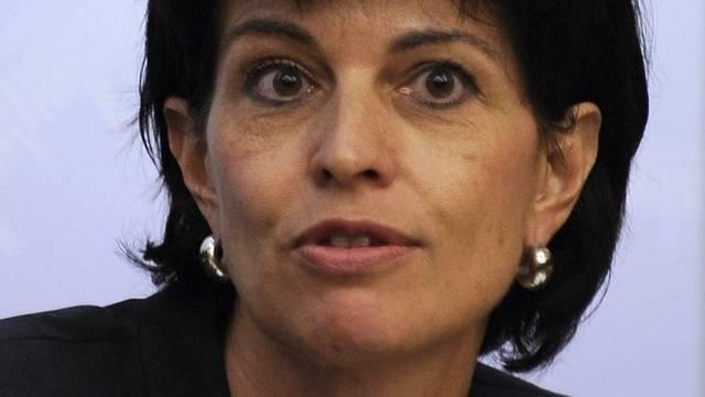 Doris Leuthard erklärt in Paris den Standpunkt der Schweizer Exekutive