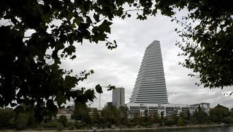 Der Turm als Symbol für die Nachhaltigkeitsstrategie von Roche – und zugleich eines verbreiteten Widerspruchs: Man praktiziert zwar grüne Wirtschaft, lehnt aber eine politische Regelung ab.