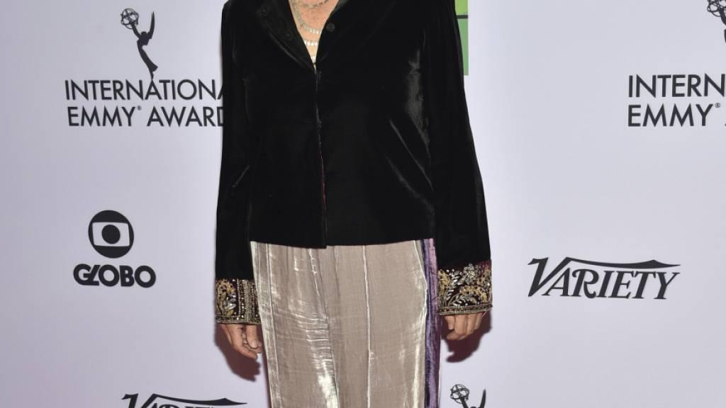 ARCHIV - Christiane Amanpour, Reporterin und CNN-Korrespondentin, trifft zu der 47. International Emmy Awards Gala ein, bei der sie zwei Auszeichnungen erhielt. (Zu dpa: «Reporterin entschuldigt sich für Vergleich von Pogromnacht mit Trump») Foto: Evan Agostini/Invision/AP/dpa