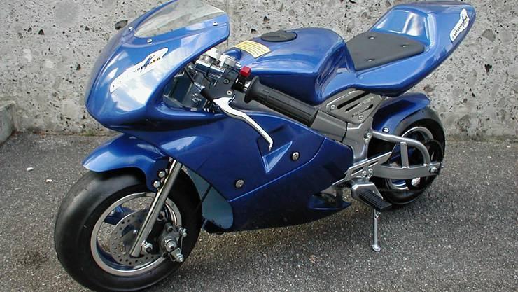 Pocket Bikes (englisch für Taschen-Motorrad), auch Minibike genannt, sind motorisierte Zweiräder, die die Maße 110 cm × 50 cm × 50 cm nicht überschreiten. Optisch gleichen Pocket Bikes den «grossen» Motorrädern. Sie werden normalerweise mit Zweitaktmotoren mit einem Hubraum von 39 bis 50 cm³ angetrieben. Erhältlich sind auch Maschinen mit bis zu 110 cm³.