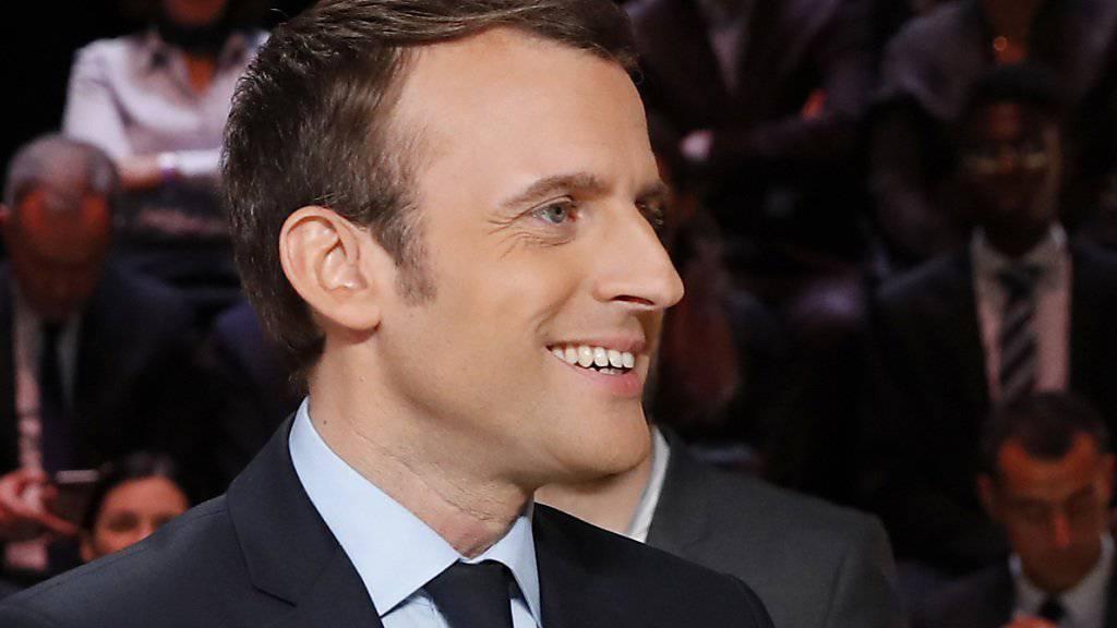 Hat gut lachen: Präsidentschaftskandidat Emmanuel Macron überzeugte die TV-Zuschauer bei der ersten von drei Debatten laut einer Umfrage am meisten.