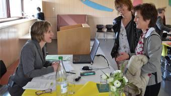 Die Baselbieter Nationalrätin Maya Graf (Grüne, links im Bild) im Gespräch mit Mitgliedern des Katholischen Frauenbundes.