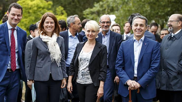 Als Pierre Maudets umstrittene Reise noch kein Thema war: FDP-Präsidentin Gössi vor Jahresfrist mit den Bundesratskandidaten. Von links: Maudet, Petra Gössi, Isabelle Moret und Ignazio Cassis.