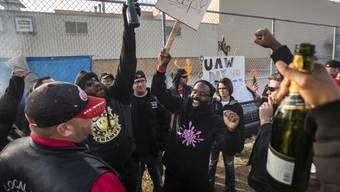 Nach 40 Tagen haben Arbeiter beim US-Autobauer General Motors (GM) ihren Streik am Freitag (Ortszeit) beendet.