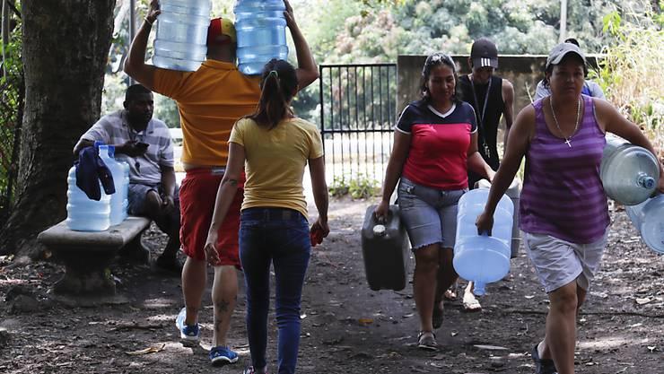 Der fast einwöchige Stromausfall, bei dem in Venezuela auch die Wasserversorgung vielerorts nicht mehr funktionierte, sei am Mittwoch (Ortszeit) praktisch vollständig behoben worden.