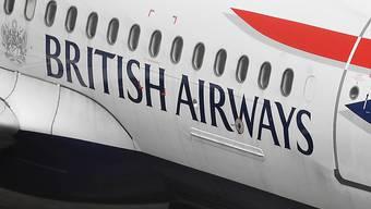 Wegen Problemen beim Einchecken an mindestens drei britischen Flughäfen müssen sich Tausende Passagiere von British Airways an Londoner Flughäfen in Geduld üben. (Archiv)
