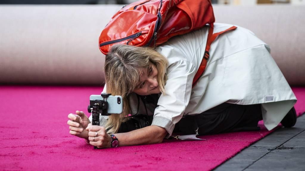 Der berühmteste rote Teppich Hollywoods ist ausgerollt: Am Sonntag werden ihn die Gäste der 92. Oscar-Verleihung beschreiten.