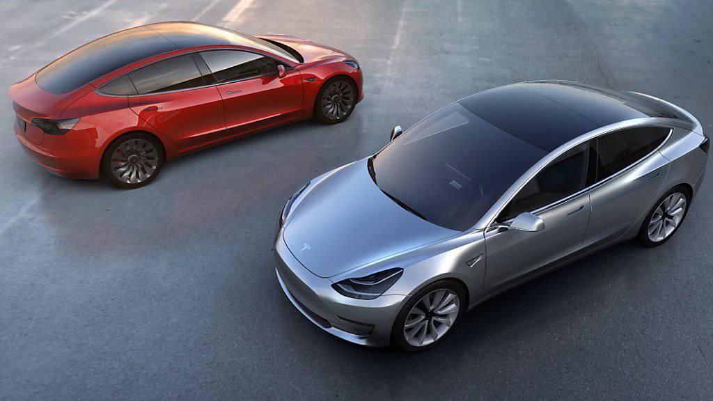 Am Freitag ist die Produktion des neuen Tesla-Hoffnungsträgers Model 3 angelaufen.  Die ersten 30 Fahrzeuge sollen am 28. Juli ausgeliefert werden.