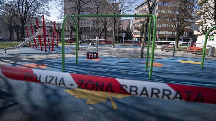 Ein geschlossener Spielplatz im Tessin.
