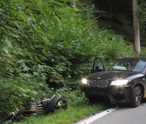 Boowald AG, 15. September: Ein Motorradfahrer gerät mit seinem Töff auf die Gegenfahrbahn, wobei es zu einer Frontalkollision kommt – ein Toter.