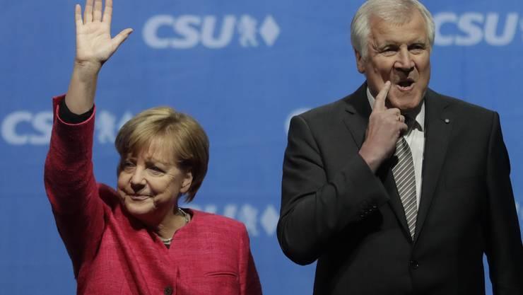 Angela Merkel und Horst Seehofer haben sich am späten Montagabend geeinigt. (Archiv)