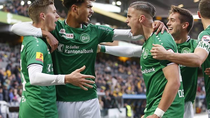 Die Feierlaune des FC St. Gallen soll auch beim Verfolgerduell in Basel weitergehen