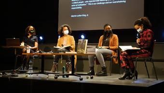 Die ersten Gäste beim Feministischen Salon: Fork Burke, Myriam Diarra, Perpétue Kabengele und Anita Maïmouna Neuhaus. Bild: Kaserne Basel
