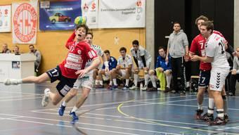 Dylan Brandt beim Sprungwurf. Der 17-Jährige gehört schon in seiner ersten NLB-Saison zu den Leistungsträgern bei Siggenthal.