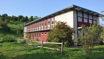 Sein Zuhause: Dieter Behring bewohnt in Gipf-Oberfrick seit einiger Zeit einen Teil dieser Liegenschaft.