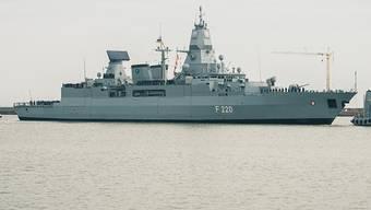 ARCHIV - Die Fregatte «Hamburg» kehrt nach dem Einsatz im Mittelmeer wieder in den Heimathafen zum Marinestützpunkt Wilhelmshaven zurück. Foto: Mohssen Assanimoghaddam/dpa
